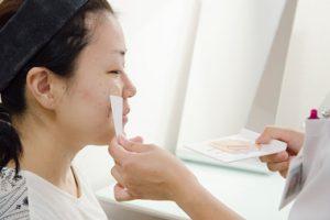 step.2 <肌質分析>※実際は先に洗顔を行います。